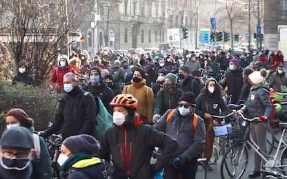 Covid, a Milano Cultural Mass: protesta in bici lavoratori spettacolo