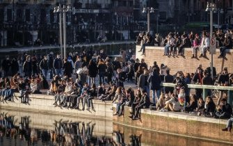 Crowd in the Darsena area, Milan, 31 January, 2021. From tomorrow, Milan and Lombardy enter the yellow zone with the lowest level of restrictions. ANSA / MATTEO CORNER