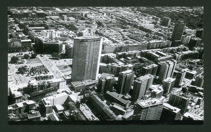 Veduta del grattacielo Pirelli nel 1971