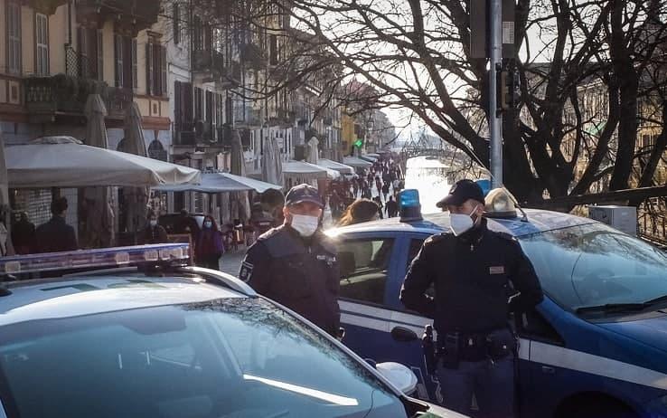 Le forze dell'ordine schierate nei punti d'ingresso