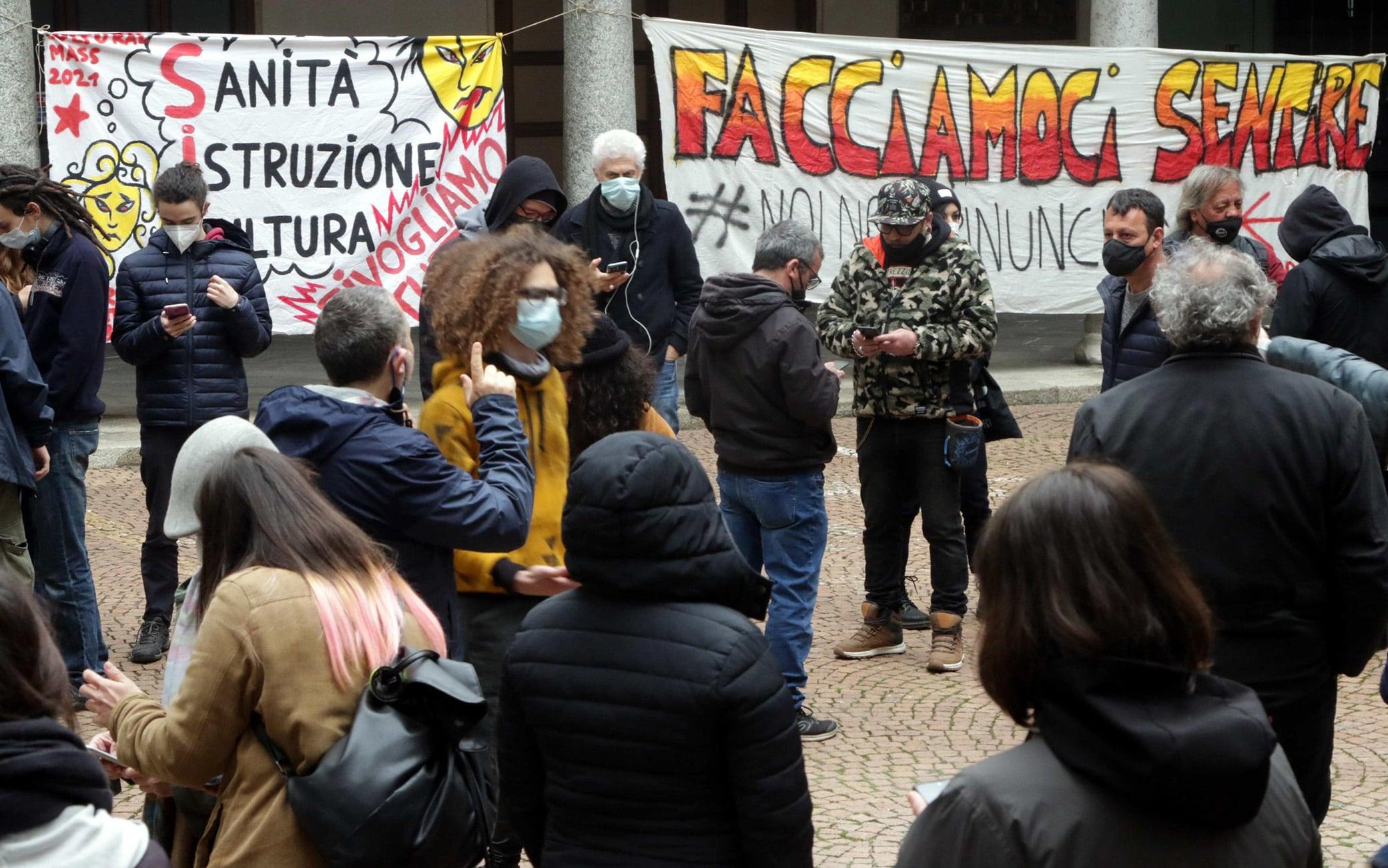 Occupazione del Piccolo Teatro di Via Rovello contro la chiusura continua a causa dell'emergnza Covid, Milano, 27 marzo 2021.ANSA/ PAOLO SALMOIRAGO