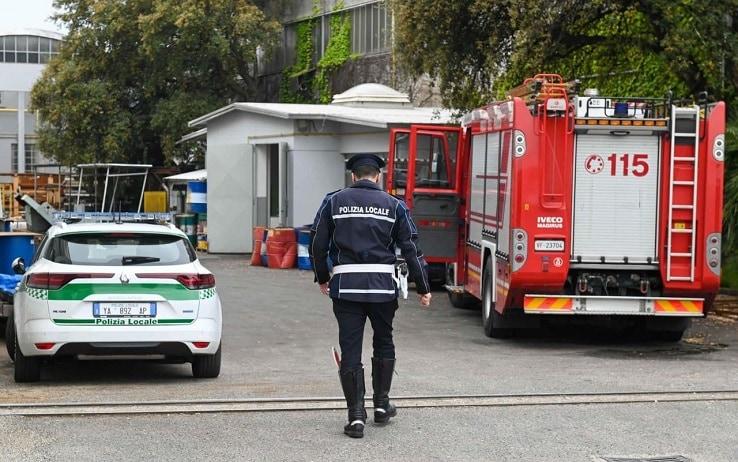 Le forze dell'ordine e i soccorsi sul luogo dell'incidente a Busto Arsizio