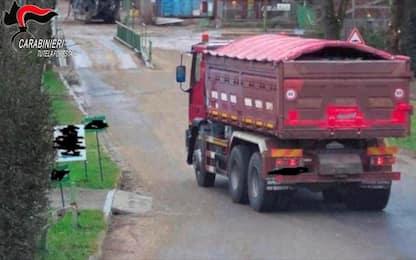Milano, traffico di rifiuti: sequestrata cava, 2 arresti e 3 denunce