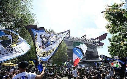 """Festa Inter, in migliaia fuori da San Siro. Sala: """"Siamo attenti"""""""