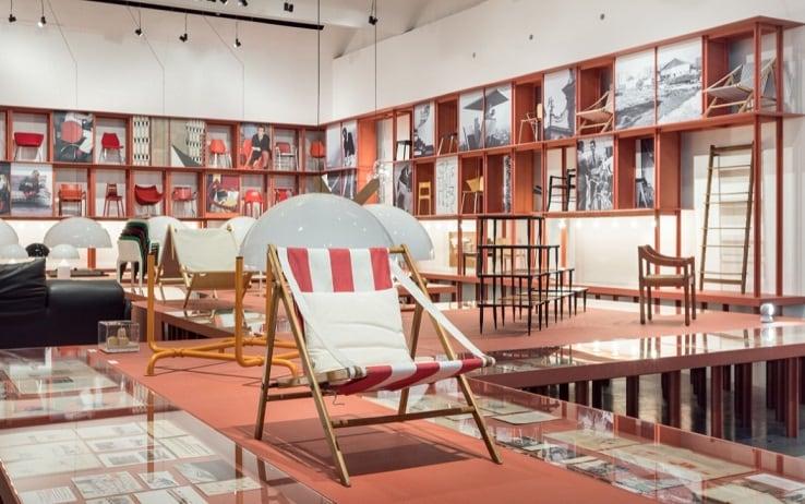 Una parte della mostra di Vico Magistretti in Triennale Milano