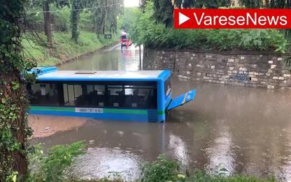 Nubifragio a Busto Arsizio, bus nell'acqua: paura per i passeggeri