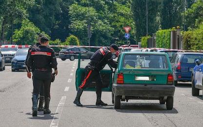 Milano, 55enne ucciso a coltellate in auto: arrestata la moglie