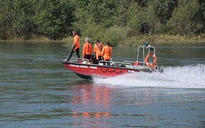 Donna resta bloccata da piena nel fiume, soccorsa in Ossola