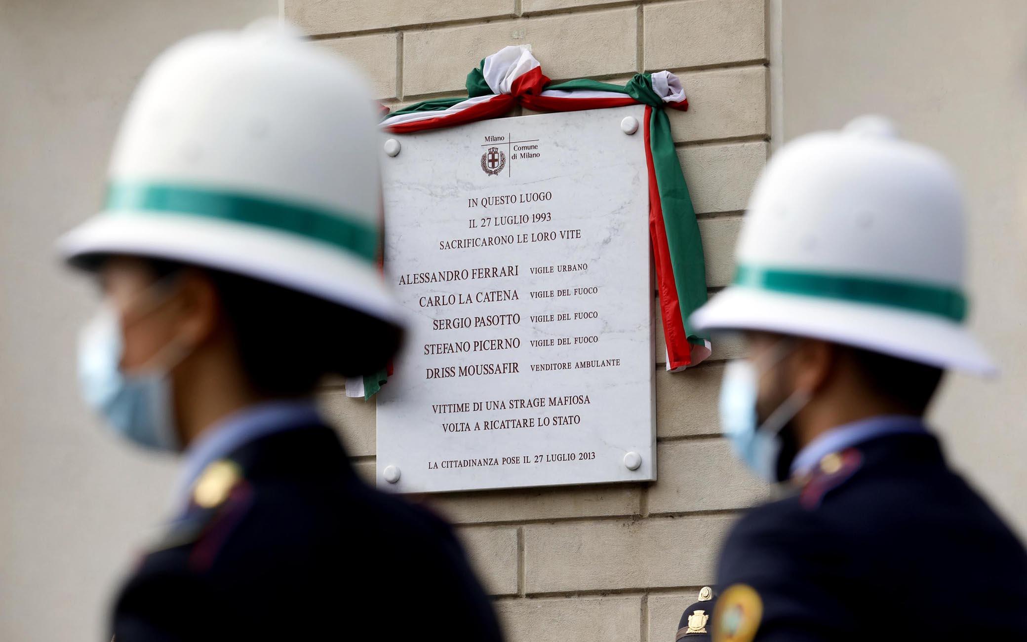 La targa per le vittime della strage di via palestro a Milano, 27 luglio 2021.ANSA/MOURAD BALTI TOUATI
