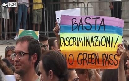 La manifestazione contro il Green Pass a Milano. VIDEO