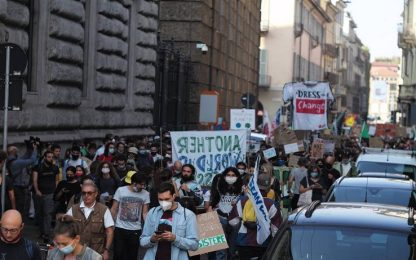 Milano, manifestazione Friday for Future: sciopero scuola per clima