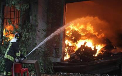 Incendio a Varedo, rogo in area industriale dismessa