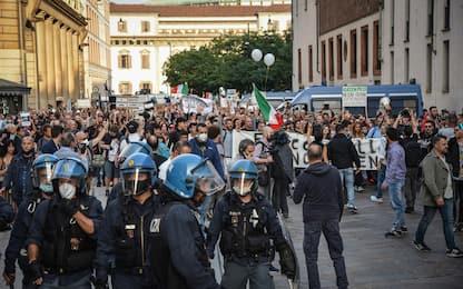 Green pass, scattano denunce per 40 anarchici del corteo di Milano