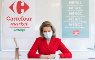 Queen Mathilde of Belgium wearing a protective mask visits the Carrefour supermarkets of Mestdagh groupe in Gerpinnes, on May 6, 2020 during a novel coronavirus (COVID-19) pandemic. (Photo by Benoit DOPPAGNE / BELGA / AFP) / Belgium OUT (Photo by BENOIT DOPPAGNE/BELGA/AFP via Getty Images)