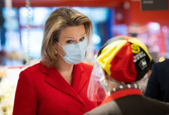 Queen Mathilde of Belgium (R) wearing a protective mask speaks with a worker as she visits the Carrefour supermarkets of Mestdagh groupe in Gerpinnes, on May 6, 2020 during a novel coronavirus (COVID-19) pandemic. (Photo by Benoit DOPPAGNE / BELGA / AFP) / Belgium OUT (Photo by BENOIT DOPPAGNE/BELGA/AFP via Getty Images)