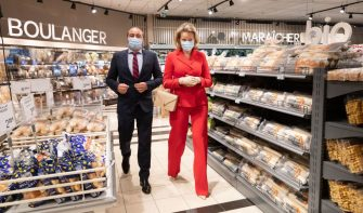 Queen Mathilde of Belgium (R) wearing a protective mask visits the Carrefour supermarkets of Mestdagh groupe in Gerpinnes, on May 6, 2020 during a novel coronavirus (COVID-19) pandemic. (Photo by Benoit DOPPAGNE / BELGA / AFP) / Belgium OUT (Photo by BENOIT DOPPAGNE/BELGA/AFP via Getty Images)
