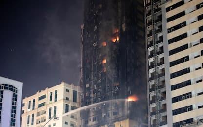 Emirati Arabi, incendio in un grattacielo: almeno 7 feriti. FOTO