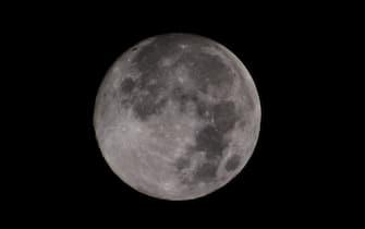 Super moon is seen in the sky. (Photo by Mimi Saputra / SOPA Images/Sipa USA) (Mimi Saputra / SOPA Images / IPA/Fotogramma, Susoh - 2020-05-07) p.s. la foto e' utilizzabile nel rispetto del contesto in cui e' stata scattata, e senza intento diffamatorio del decoro delle persone rappresentate