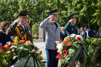 BERLIN, GERMANY - MAY 08: Delegates take part in a wreath-laying ceremony at Soviet War Memorial (Schönholzer Heide) at the 75th anniversary of the end of World War II during the novel coronavirus crisis on May 08, 2020 in Berlin, Germany. Small ceremonies are taking place across Berlin today to mark the anniversary after large ceremonies were cancelled due to lockdown measures to contain the spread of the virus.  (Photo by Maja Hitij/Getty Images)