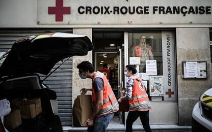 Francia, metà paese zona rossa ma diminuiscono le restrizioni a scuola