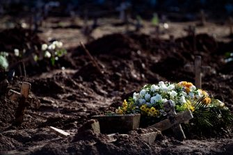 RIO DE JANEIRO, BRAZIL - MAY 08: Flowers are seen in graves amidst the coronavirus (COVID-19) pandemic at the Caju cemetery on May 8, 2020 in Rio de Janeiro, Brazil.  According to the Brazilian Health Ministry, Brazil has 135.106 positive cases of coronavirus (COVID-19) and a total of 9.146  deaths. (Photo by Buda Mendes/Getty Images)