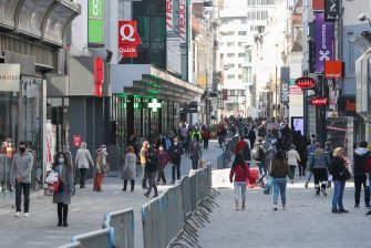 (200511) -- BRUSSELS, May 11, 2020 (Xinhua) -- People walk on the main shopping street, the Avenue Nouvelle, in Brussels, Belgium, May 11, 2020. Belgium entered phase 1B of the COVID-19 deconfinement on Monday, with businesses throughout the country allowed to reopen under strict conditions. (Xinhua/Zheng Huansong) (Photo by Xinhua/Sipa USA) (Zheng Huansong / IPA/Fotogramma, Brussels - 2020-05-11) p.s. la foto e' utilizzabile nel rispetto del contesto in cui e' stata scattata, e senza intento diffamatorio del decoro delle persone rappresentate
