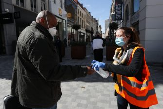 (200511) -- BRUSSELS, May 11, 2020 (Xinhua) -- A staff member offers pedestrians hand sanitizer on the main shopping street, the Avenue Nouvelle, in Brussels, Belgium, May 11, 2020. Belgium entered phase 1B of the COVID-19 deconfinement on Monday, with businesses throughout the country allowed to reopen under strict conditions. (Xinhua/Zheng Huansong) (Photo by Xinhua/Sipa USA) (Zheng Huansong / IPA/Fotogramma, Brussels - 2020-05-11) p.s. la foto e' utilizzabile nel rispetto del contesto in cui e' stata scattata, e senza intento diffamatorio del decoro delle persone rappresentate