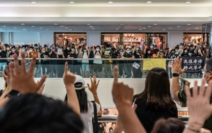 Hong Kong, nuove proteste e arresti fra i manifestanti
