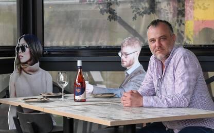 Australia, ristorante usa i cartonati dei clienti per riaprire. FOTO