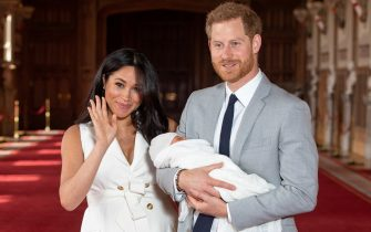 Britain's Prince Harry, Duke of Sussex (R), and his wife Meghan, Duchess of Sussex, pose for a photo with their newborn baby son, Archie Harrison Mountbatten-Windsor, in St George's Hall at Windsor Castle in Windsor, west of London on May 8, 2019. (Photo by Dominic Lipinski / POOL / AFP)        (Photo credit should read DOMINIC LIPINSKI/AFP via Getty Images)