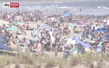 Coronavirus, in New Jersey spiagge affollate nel weekend. VIDEO