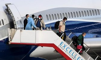 Passengers disembark a charter flight at Melbourne's Tullamarine Airport on April 12, 2020, after more than 100 Australians and New Zealanders landed after two weeks stranded aboard a virus-infected cruise ship off Uruguay. (Photo by William WEST / AFP) (Photo by WILLIAM WEST/AFP via Getty Images)