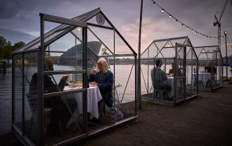 A Dutch restaurant restaurant has come up with a way for people to dine in public during the coronavirus pandemic. Eten Restaurant, part of the Mediamatic Biotoop centre in Amsterdam, has tested greenhouse-like booths for customers to eat in, keeping them protected from contracting COVID-19 from other diners. Amsterdam, Netherlands, May 18, 2020. Photo by Robin Utrecht/ABACAPRESS.COM (Utrecht Robin/ABACAPRESS.COM / IPA/Fotogramma, Amsterdam - 2020-05-18) p.s. la foto e' utilizzabile nel rispetto del contesto in cui e' stata scattata, e senza intento diffamatorio del decoro delle persone rappresentate