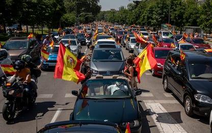 Coronavirus, proteste in auto contro Sanchez in tutta la Spagna. FOTO