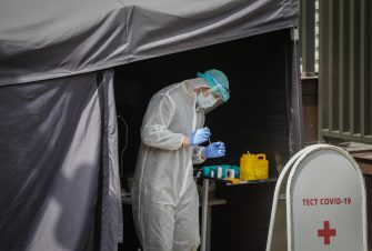 epa08443276 A medical specialist takes a test for COVID-19 coronavirus from residents in a cars on a street in Moscow, Russia, 25 May 2020, amid the ongoing coronavirus COVID-19 pandemic. Moscow Mayor Sergei Sobyanin announced a resumption of work of industrial and construction enterprises in Moscow from 12 May on, in accordance with the implementation of measures to support the economy and the social sector, while restrictions imposed to stem the widespread of the SARS-CoV-2 coronavirus which causes the COVID-19 disease will be valid until 31 May 2020.  EPA/YURI KOCHETKOV