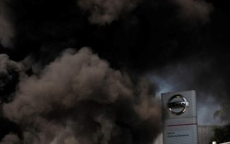 epa08449138 A column of black smoke emerges as Nissan workers burn tires outside Nissan's plant at Zona Franca industrial state after the Japanese company announced its plans of shutting down the plant in Barcelona, northeastern Spain, 28 May 2020. Nissan reported that it will dismantle Barcelona's facilities affecting up to 30,000 direct and indirect jobs after some 40 years of business.  EPA/ALEJANDRO GARCIA