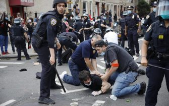 epa08455329 A New York City Police officers arrest someone as protesters and police clash during a demonstration about the arrest of George Floyd, who later died in police custody, in Brooklyn, New York, USA, 30 May 2020. A bystander's video posted online on 25 May, appeared to show George Floyd, 46, pleading with arresting officers that he couldn't breathe as an officer knelt on his neck. The unarmed black man later died in police custody.  EPA/KEVIN HAGEN