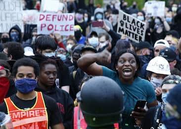 George Floyd, ancora proteste: violato coprifuoco in diverse città
