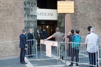 NO FRANCE - NO SWITZERLAND:  June 1, 2020 : People wearing protective face masks queue to The Vatican Museums ahead of the re-opening amid the spread of the coronavirus disease (COVID-19) in Rome, Italy (©Alessia Giuliani/CPP / IPA/Fotogramma,  - 2020-06-01) p.s. la foto e' utilizzabile nel rispetto del contesto in cui e' stata scattata, e senza intento diffamatorio del decoro delle persone rappresentate
