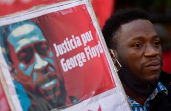 BUENOS AIRES, ARGENTINA - JUNE 02: A protester holds a sign demanding justice for George Floyd during a demonstration on June 2, 2020 in Buenos Aires, Argentina. Protests spread across cities around the world in response to the death of African American George Floyd while in police custody in Minneapolis, Minnesota. (Photo by Gustavo Garello/Jam Media/Getty Images)
