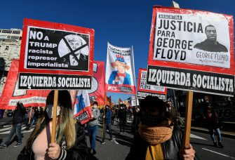BUENOS AIRES, ARGENTINA - JUNE 02: Protesters hold signs demanding justice for George Floyd during a demonstration on June 2, 2020 in Buenos Aires, Argentina. Protests spread across cities around the world in response to the death of African American George Floyd while in police custody in Minneapolis, Minnesota. (Photo by Gustavo Garello/Jam Media/Getty Images)