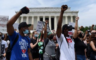 Demonstrator raise their fists at the Lincoln Memorial during a protest against police brutality and racism on June 6, 2020 in Washington, DC. - Demonstrations are being held across the US following the death of George Floyd on May 25, 2020, while being arrested in Minneapolis, Minnesota. (Photo by Olivier DOULIERY / AFP)