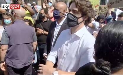George Floyd, premier Trudeau si inginocchia coi manifestanti