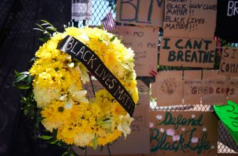 A wreath is seen in front of messages on the security fence on the north side of Lafayette Square, near the White House, in Washington, DC on June 8, 2020. - On May 25, 2020, Floyd, a 46-year-old black man suspected of passing a counterfeit $20 bill, died in Minneapolis after Derek Chauvin, a white police officer, pressed his knee to Floyd's neck for almost nine minutes. (Photo by MANDEL NGAN / AFP) (Photo by MANDEL NGAN/AFP via Getty Images)