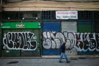 RIO DE JANEIRO, BRAZIL - JUNE 09: A man wearing a face mask walks in front of a shuttered shop with a 'For Lease' sign in downtown Rio de Janeiro amidst the coronavirus (COVID-19) pandemic on June 9, 2020 in Rio de Janeiro, Brazil. Many businesses in the city of Rio de Janeiro went bankrupt and some commercial spaces are either for sale or for lease during the coronavirus (COVID-19) pandemic. (Photo by Bruna Prado/Getty Images)
