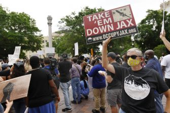 June 9, 2020; Jacksonville, FL, USA; At the end of Tuesday's rally and march, Black Lives Matter supporters continued their protests in Jacksonville Florida's Hemming Park with the Confederate Memorial, minus the Confederate soldier statue at the top as a backdrop after it and the bronze plaques around the base were removed during the night by the City of Jacksonville in the first step take down the City's confederate monuments. Jacksonville Jaguars Leonard Fournette kicked off a rally and protest march on the steps of Jacksonville's City Hall building Tuesday morning, June 9, 2020 to add his voice to the national and local protests over police violence and the inequities in the African-American community. Fournette was joined by around 700 protesters, teammates and Jaguar staff, Jacksonville Mayor Lenny Curry and JSO Sheriff Mike Williams as they marched from City Hall to the Duval County Courthouse and back. Mandatory Credit: Bob Self/Florida Times-Union - USA TODAY Network /Sipa USA (Bob Self / IPA/Fotogramma,  - 2020-06-09) p.s. la foto e' utilizzabile nel rispetto del contesto in cui e' stata scattata, e senza intento diffamatorio del decoro delle persone rappresentate