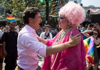 Prime Minister Justin Trudeau, left, embraces Conni Smudge while marching in the Pride Parade in Vancouver, on Sunday August 5, 2018. THE CANADIAN PRESS/Darryl Dyck (DARRYL DYCK / IPA/Fotogramma, Vancouver - 2018-08-05) p.s. la foto e' utilizzabile nel rispetto del contesto in cui e' stata scattata, e senza intento diffamatorio del decoro delle persone rappresentate