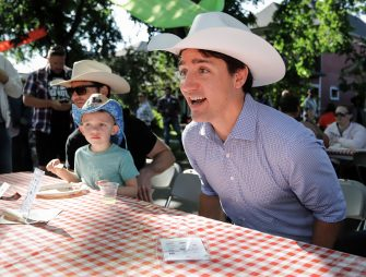 Prime Minister Justin Trudeau attends a pancake breakfast in Calgary, Alta., Saturday, July 13, 2019.THE CANADIAN PRESS/Jeff McIntosh (Jeff McIntosh / IPA/Fotogramma, Calgary - 2019-07-13) p.s. la foto e' utilizzabile nel rispetto del contesto in cui e' stata scattata, e senza intento diffamatorio del decoro delle persone rappresentate