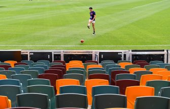 epa08481916 Bailey Banfield of the Dockers warms up in front of empty grandstand seats during Round 2 of the Australian Football League (AFL) match between the Brisbane Lions and the Fremantle Dockers at The Gabba in Brisbane, Australia, 13 June 2020. AFL games are currently being held behind closed doors amid the coronavirus pandemic and restrictions on mass gatherings.  EPA/DARREN ENGLAND EDITORIAL USE ONLY AUSTRALIA AND NEW ZEALAND OUT