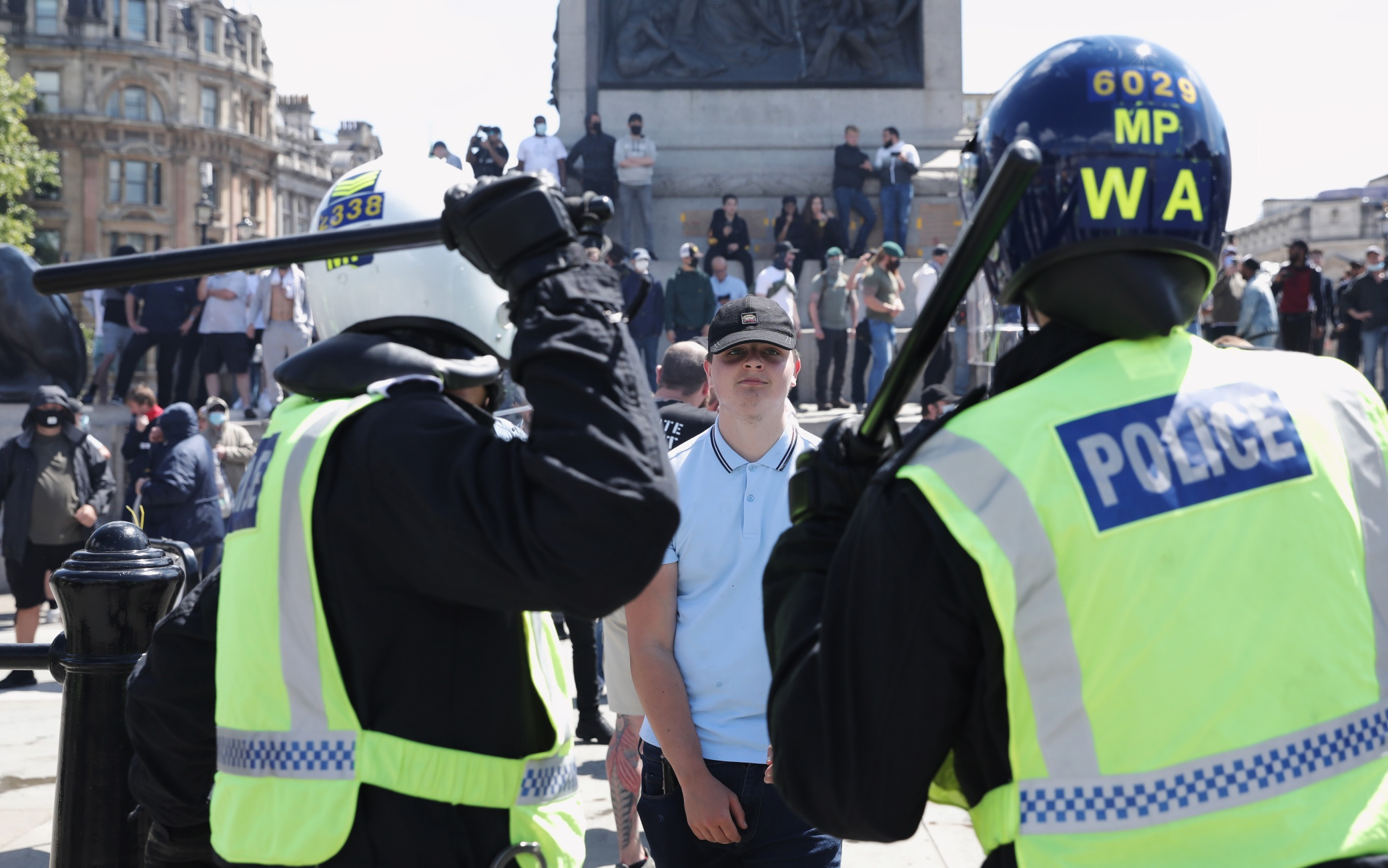 George Floyd scontri polizia estrema destra